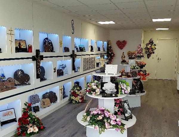 Un grand choix de plaques et de fleurs tergals vous sont proposés en magasin.