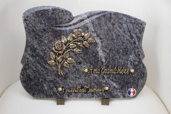 Pour rendre un dernier hommage à une personne chère, vous trouverez un large choix de plaques personnalisées.
